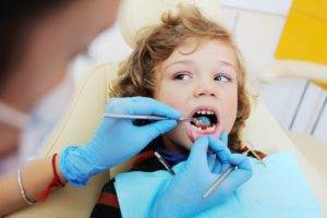 Kid looking at the dentist